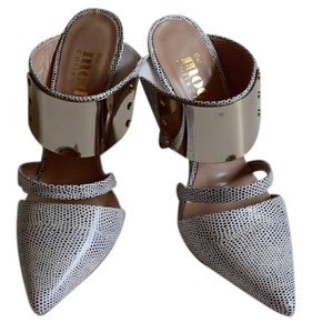 the mode collective Stilleto High Heel Spotted white with grey spots and gold plates Mules