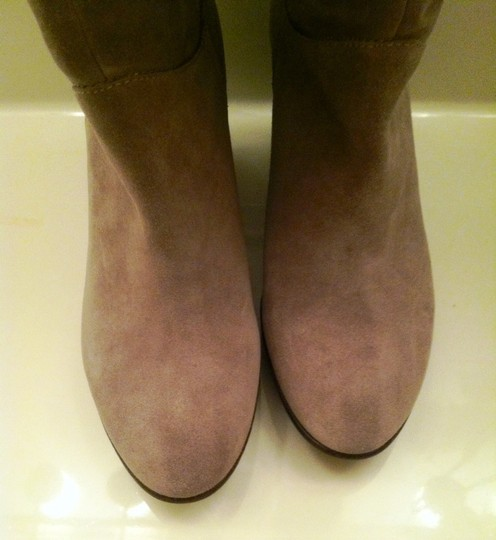 B. Makowsky Suede Vintage Gray Boots