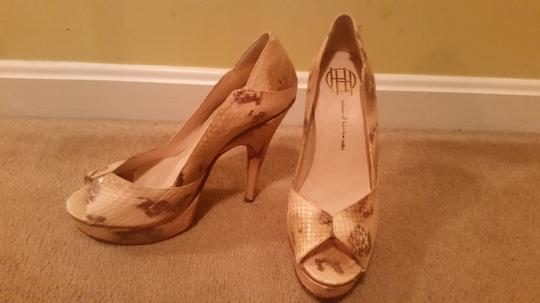 House of Harlow 1960 Tan Pumps