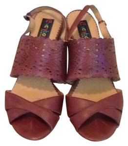 Everybody Brown/beautiful leather detail Sandals
