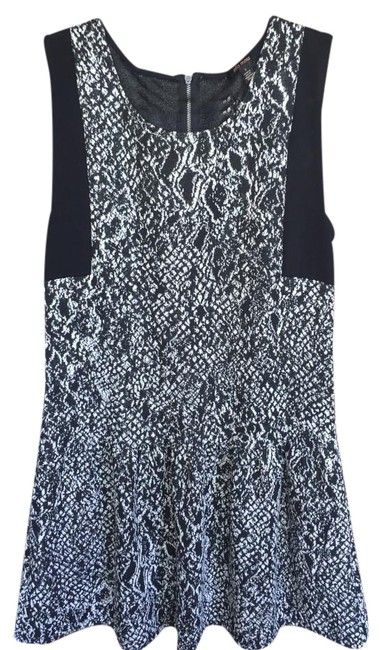 Preload https://img-static.tradesy.com/item/16009210/ella-moss-free-shipping-new-w-tags-black-and-white-boa-drop-waist-above-knee-short-casual-dress-size-0-5-650-650.jpg