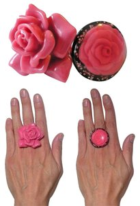 Other Lot of 2 Rings: Black Glitter Lucite Dome + Pink Resin Rose