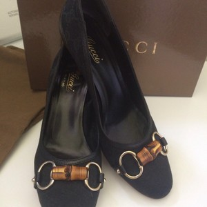 Gucci Gucci Logo Print with Bamboo & gold Pumps