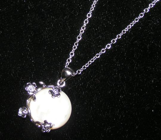 Silver/White Bogo Free Mop Free Shipping Necklace Image 3