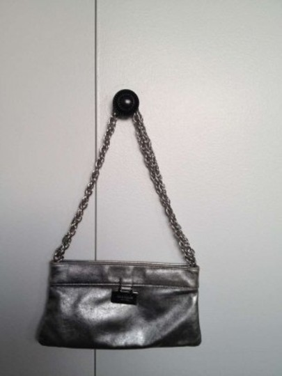 Preload https://item3.tradesy.com/images/kate-spade-metallic-chain-handle-strap-polka-dot-lining-clutch-purse-baguette-silver-leather-shoulde-160262-0-0.jpg?width=440&height=440