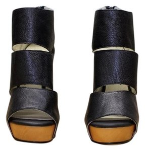 Messeca New York Coraline Leather Wood Open Toe Black Wedges