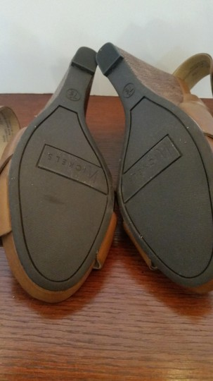 Nickels Size 7.5 Never Worn Brown Natural Wedges