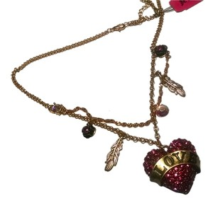 Betsey Johnson New Betsey Johnson Love Heart Pendant Feathers Necklace J544