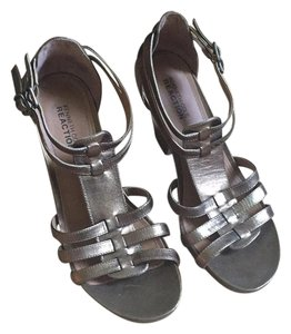 Kenneth Cole Reaction Gold with brown heel Sandals