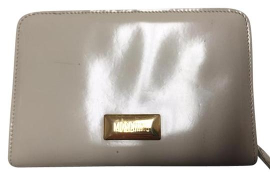 Preload https://img-static.tradesy.com/item/1604790/moschino-beige-used-in-good-condition-wallet-0-0-540-540.jpg