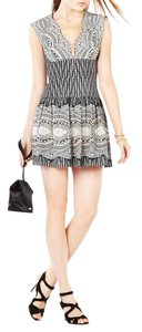 BCBGMAXAZRIA Bcbg Cocktai Lace Carolena V-neck Dress