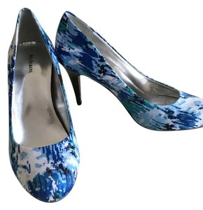 Style & Co Blue/Print Pumps