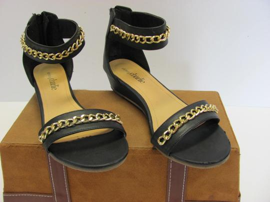 Charming Charlie Size 8.50 M Condition Black, Gold, Sandals Image 2