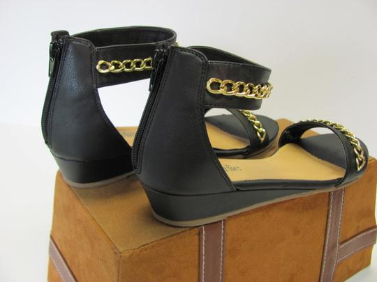 Charming Charlie Size 8.50 M Condition Black, Gold, Sandals Image 3