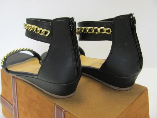 Charming Charlie Size 8.50 M Condition Black, Gold, Sandals Image 4