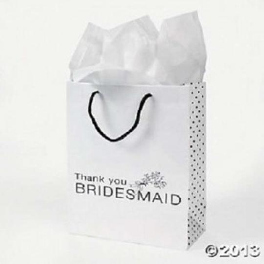Preload https://item2.tradesy.com/images/white-bridesmaids-gift-bags-160526-0-0.jpg?width=440&height=440