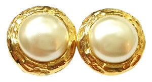 Chanel Vintage Chanel Classis Gold Plated Round Faux Peal Clip on Earrings