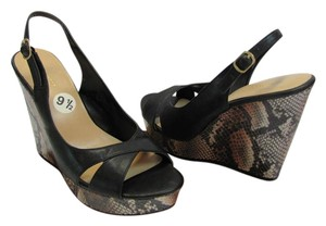 Nine West New Size 9.50 M Reptile Design Very Good Condition Black, Brown, Cream, Platforms