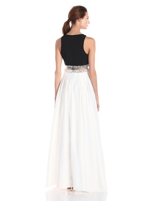 Decode 1.8 Two-piece Pockets Gown Dress Image 2