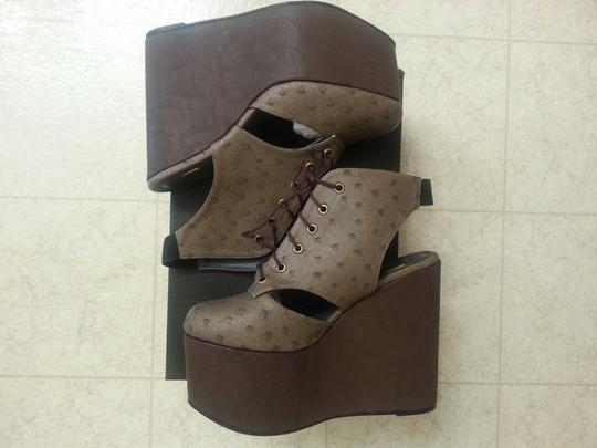 Gold Dot Faux Ostrich Brown Wedges Image 4