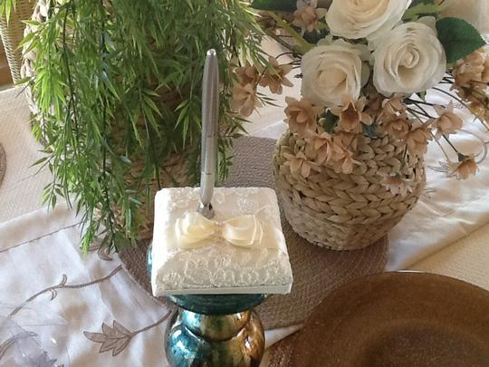 Beverly Clark French Lace Penholder