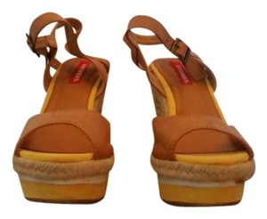 UNIONBAY Gia Size 7 Tan Yellow Never Worn Tan/yellow/white Wedges