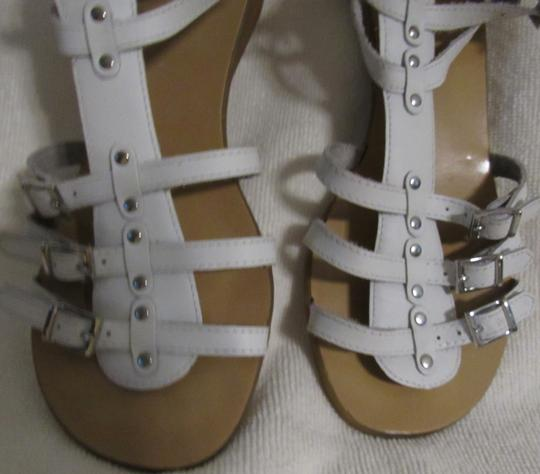 Gianni Bini Leather Gladiator Buckles Strappy White Sandals Image 11
