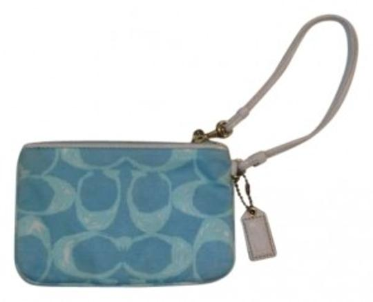 Preload https://item5.tradesy.com/images/coach-blue-and-white-cloth-wristlet-160749-0-0.jpg?width=440&height=440