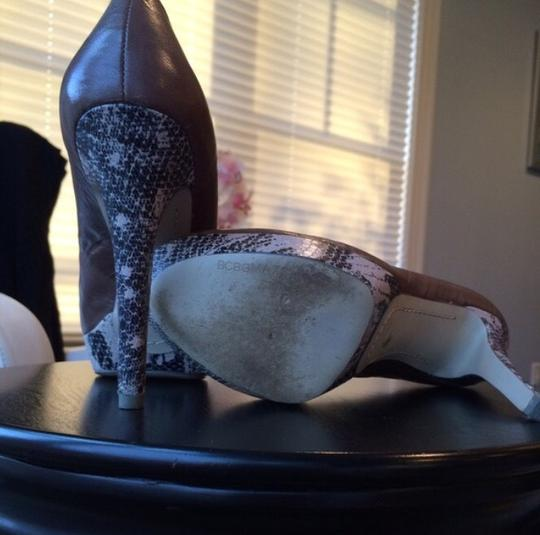 BCBGMAXAZRIA Granite Pumps