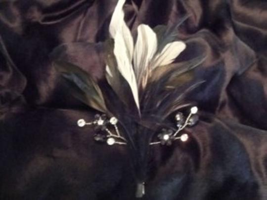 Black & Ivory Feather Clip Hair Accessory