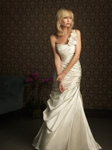 Allure Bridals 8755 Wedding Dress