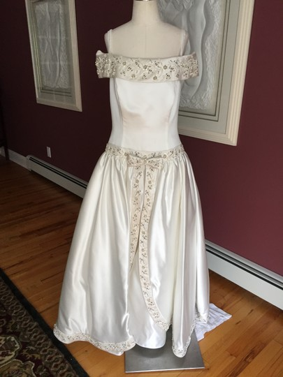 Off white wedding gown no train roses wedding dress 81 for Wedding dresses no train