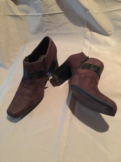 White Mountain brown suede Boots Image 1
