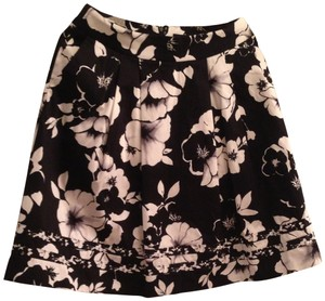 White House Black Market Skirt black and white