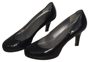 Tahari Patent black Pumps