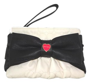 Betsey Johnson QUILTED HEART LARGE BLACK BOW BONE WRISTLET