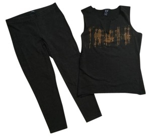 Gap Black Graphic Top & Capris Leggings