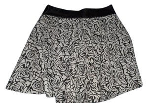 Buttons Mini Skirt Black and white
