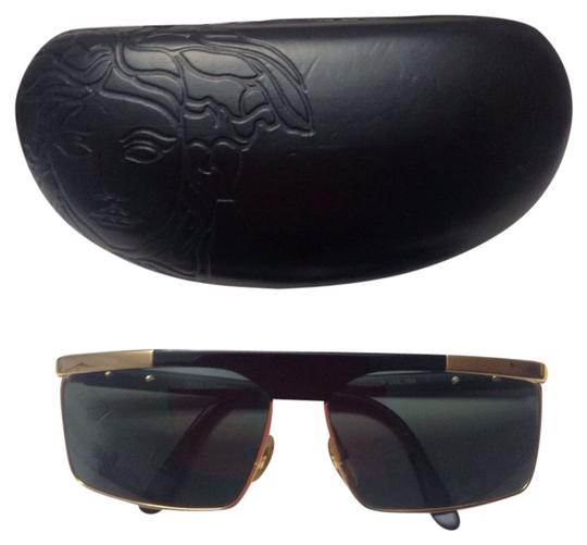 Preload https://img-static.tradesy.com/item/1609910/versace-vintage-sunglasses-0-0-540-540.jpg