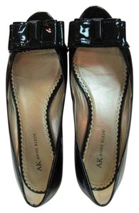 AK Anne Klein Size 9.00 M Patent Leather Pumps
