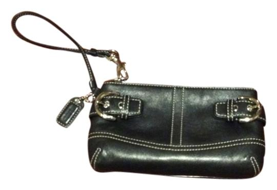 Preload https://item3.tradesy.com/images/coach-wristlet-black-1610802-0-0.jpg?width=440&height=440
