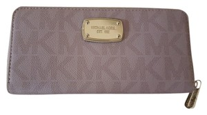 Michael Kors Wristlet in Blush pink