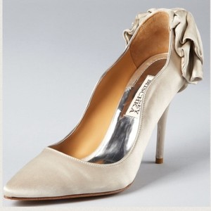 Badgley Mischka Taupe Ivory Wysdom Ii Satin Bow Heels Formal Size US 8.5 Regular (M, B)