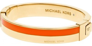 Michael Kors NWT MICHAEL KORS GOLD/ORANGE HERITAGE MERITIME HINGE BANGLE MKJ4444710