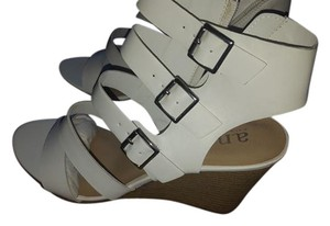 Ana Major White Wedges