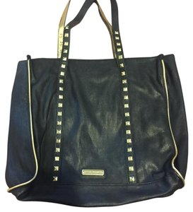Steve Madden Tote in Black And Gold