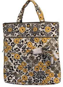 Vera Bradley Handbag Smoke/pet Free Retired Cross Body Bag