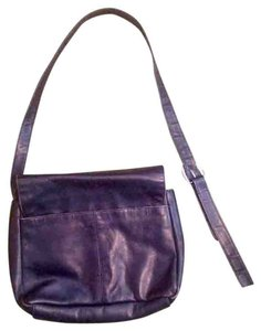 Stone Mountain Accessories Flap Shoulder Bag