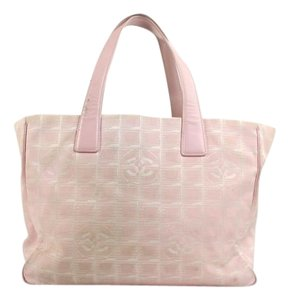 Chanel Leather Neverfull Tote in Pink