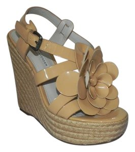 Vera Wang Lavender Label beige Wedges